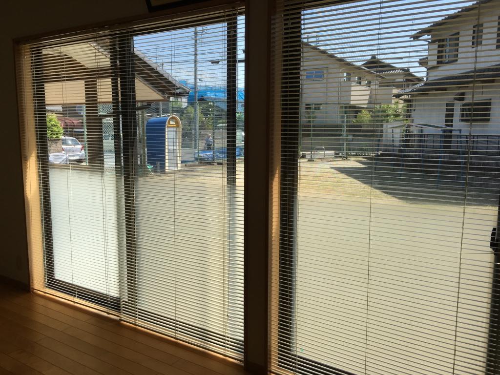 便利屋日報|日進市集会所にて窓ガラス&ブラインド清掃しました。デザインしたのぼりが来た!!