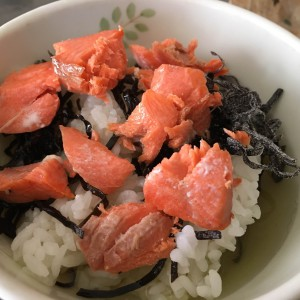 超簡単!ふじっ子と塩鮭で作るおいしいお茶漬けの作り方